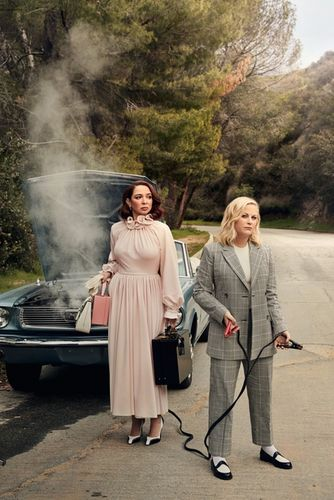 Amy Poehler & Maya Rudolph for Vanity Fair by ART STREIBER c/o GIANT ARTISTS