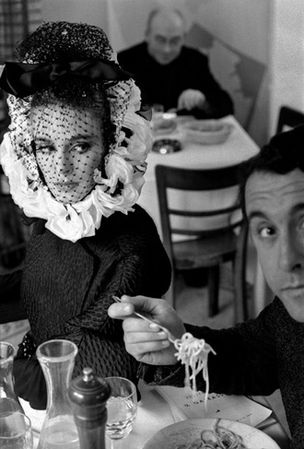 Galerie Hiltawsky : Frank Horvat - 1962, Rome, Haute Couture (Spaghetti)