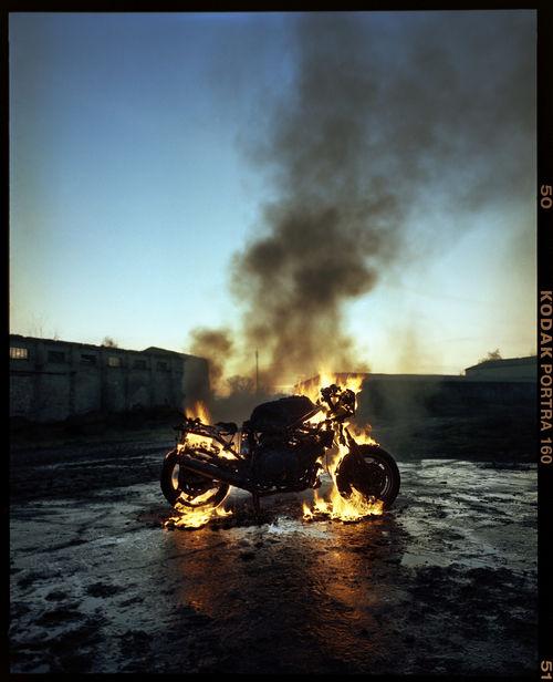 HAUSER FOTOGRAFEN: TOBIAS SCHULT +++ Craftrad magazine