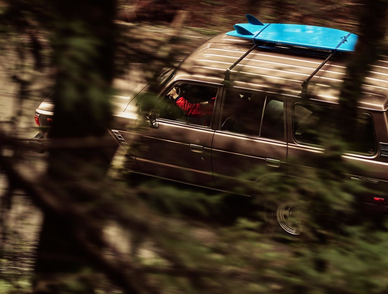 JEFF LUDES shoots a vintage Toyota FJ60 on the Oregon Coast