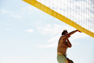 EMEIS DEUBEL: Richard Johnson Volleyball in Cape Town
