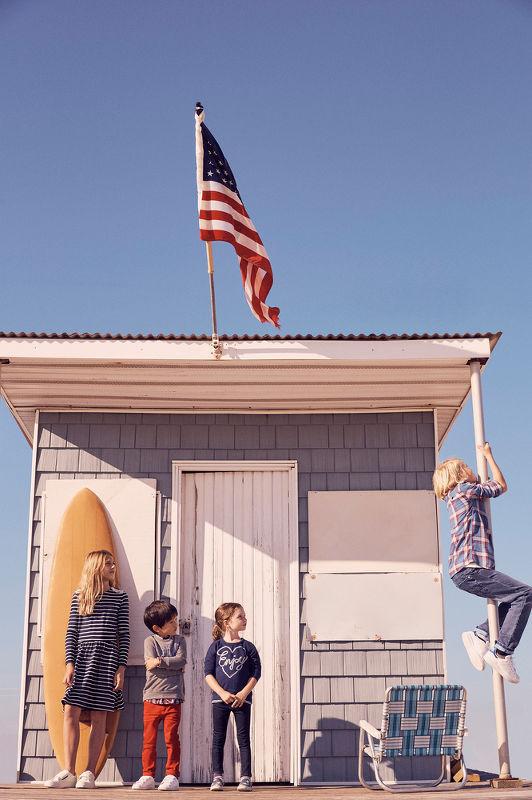 Stefano Azario heads to the beach to shoot the Spring Summer 2017 campaign for ESPIRIT