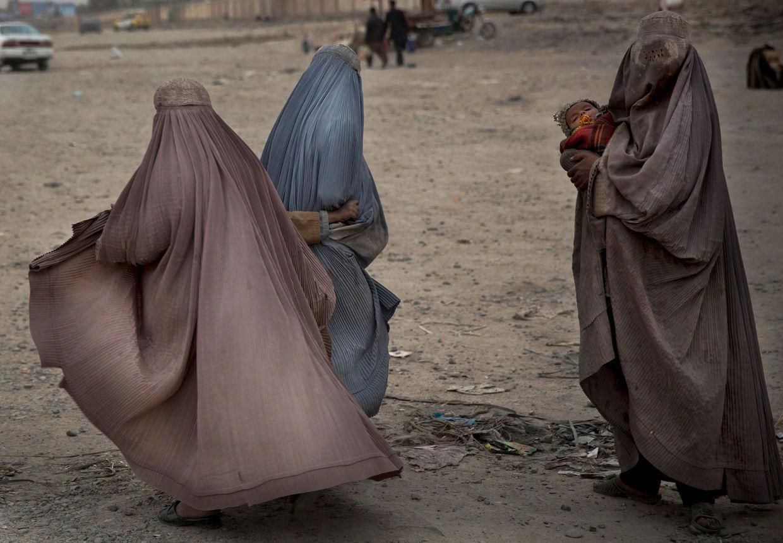 GOSEE ART: Bettelnde Frauen in Kandahar, Afghanistan,  12. März 2014  © Anja Niedringhaus/AP