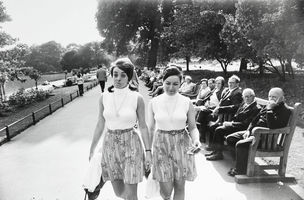 CAMERAWORK : Garry Winogrand - Women are beautiful