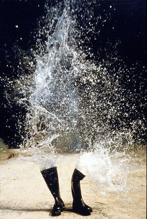 Roman Signer, Wasserstiefel Explosion, 1986 (KUNSTMUSEUM BONN - Through the looking brain)