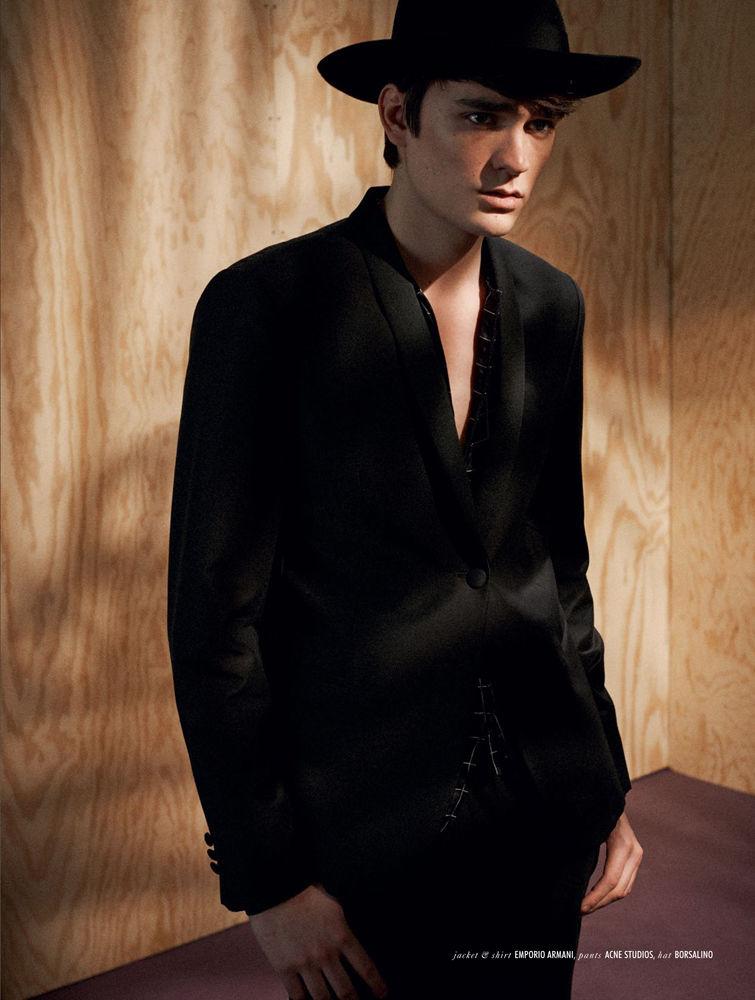 Alain Fabien Delon(Mega models) für die Coverstory der April Ausgabe der Qvest