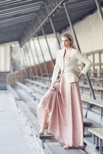 VIVA MODELS: Nadja Auermann for Equistyle