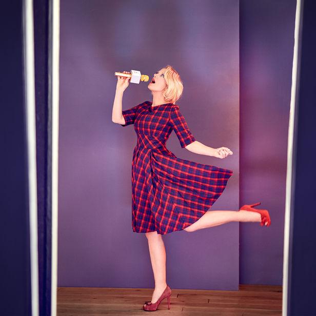 """HAUSER FOTOGRAFEN: BENNO KRAEHAHN fotografiert Barbara Schöneberger für ihr neues Album """"Eine Frau gibt Auskunft"""""""