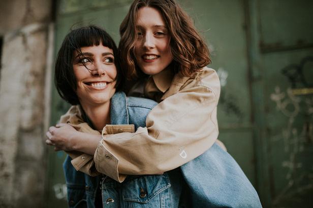 Harbor girls by Anja Schweihoff & Gisela Benzenberg