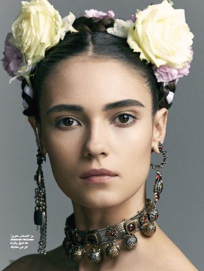 Model Dasha Khlynova Als Frida Karlo Im Arabischen Hia Magazin 05 17