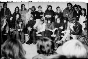 SMKP - Faszinierende Dokumente : Ute Klophaus, Joseph Beuys im Ringgespräch anlässlich der Gründung der Deutschen Studentenpartei, Kunstakademie Düsseldorf. Links von Beuys: Johannes Stüttgen und Chris Reinecke, 22. Juni 1967