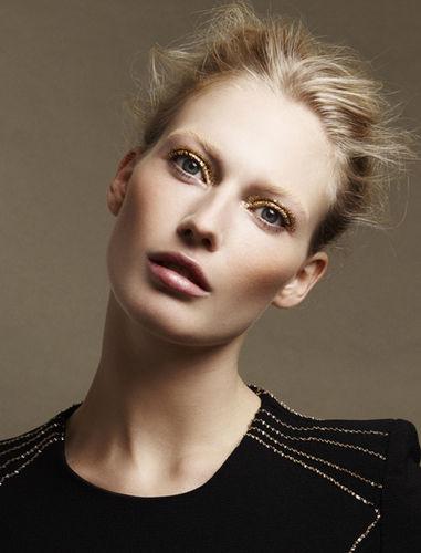BLOSSOM MANAGEMENT: Melanie SCHOENE (hair & make-up) for Cosmopolitan
