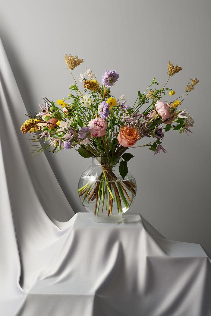 Olivia Jeczmyk c/o AGENT MOLLY & CO for Ahlens Magazine x interflora