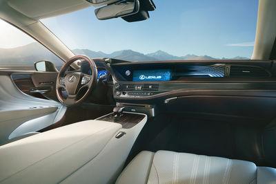 RECOM : Lexus LS
