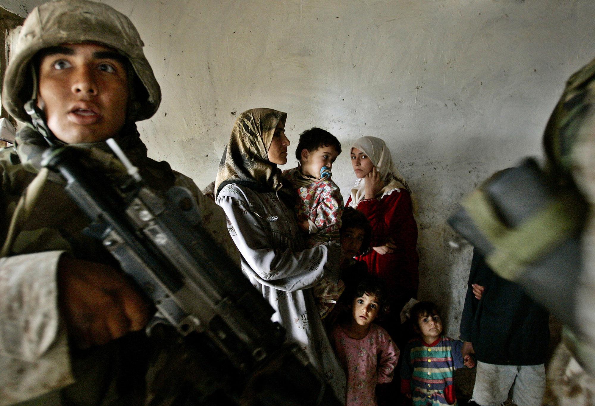 GOSEE ART: Razzia in Bagdad, Irak, 27. November 2004 © Anja Niedringhaus/AP
