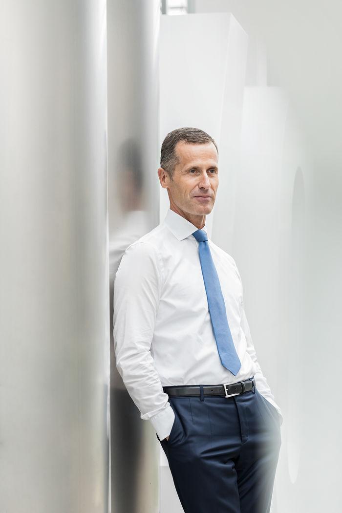 NILS HENDRIK MUELLER, Corporate Portrait for Annual Report of Bechtle AG
