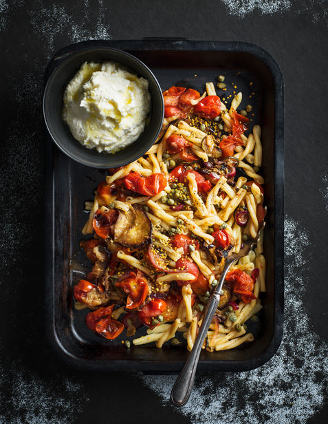 cannelloni mit pancetta und salbeibutter fotografin matilda lindeblad food stylistin ylva bergqvist c o agent molly co fur das lantliv magazin