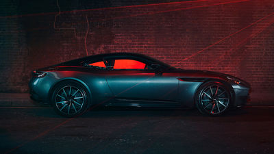 """""""THE UNKNOWN"""" by MARC TRAUTMANN – A personal work with laser lights and the James Bond car Aston Martin DB 11 shot in London"""