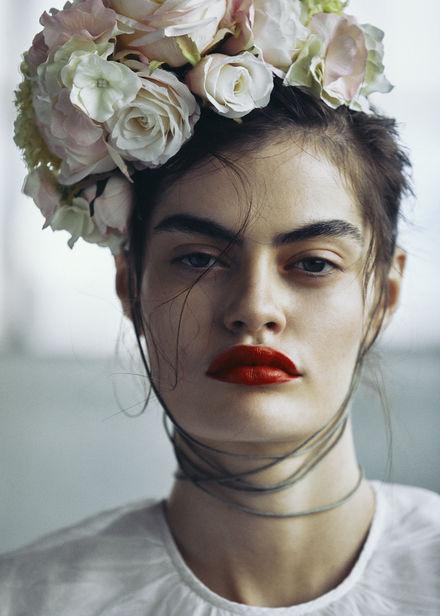 MARIE SCHMIDT C/O TOBIAS BOSCH FOTOMANAGEMENT FOTOGRAFIERT DAS GLAMOUR EDITORIAL 'ROMANCE BORNE'