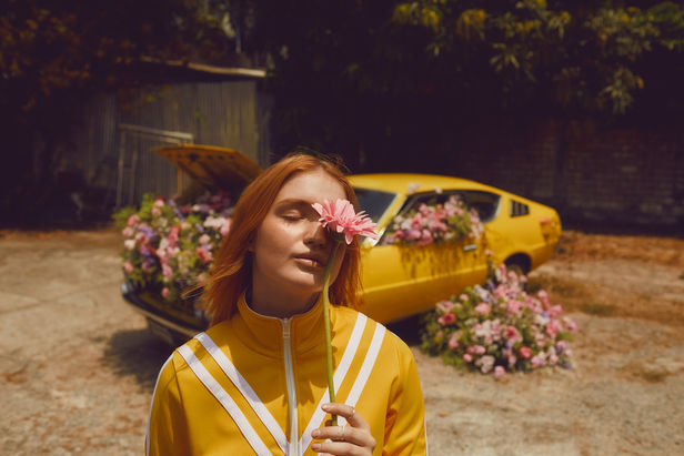 WILDFOX RUNNING: Julia Marie Werner 'becaus I am a girl'