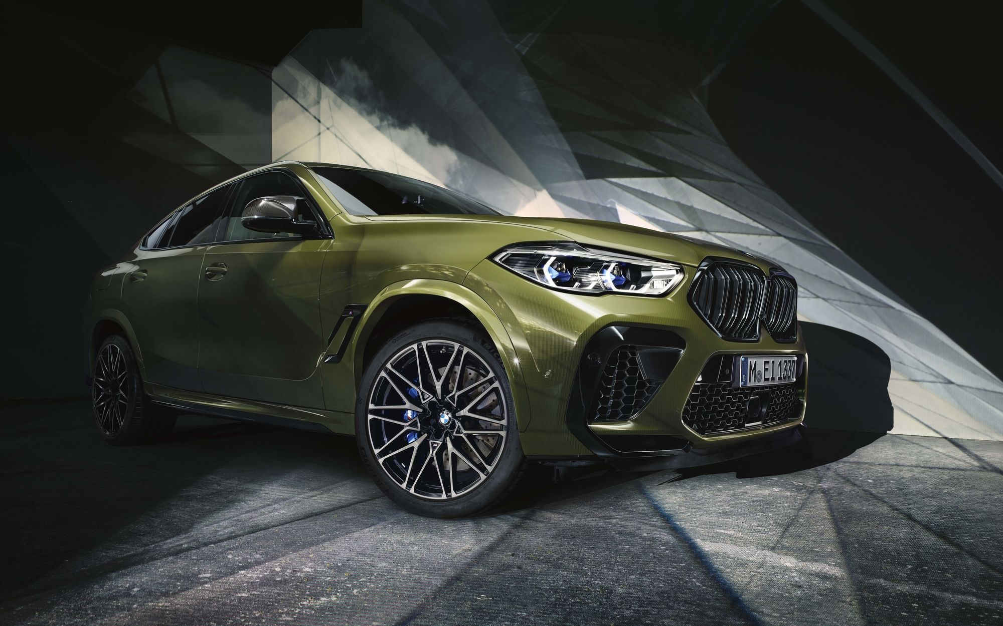 IGOR PANITZ : The BMW X5M and X6M Competition. Shot in the legendary Traffic-Studio by using a projector.