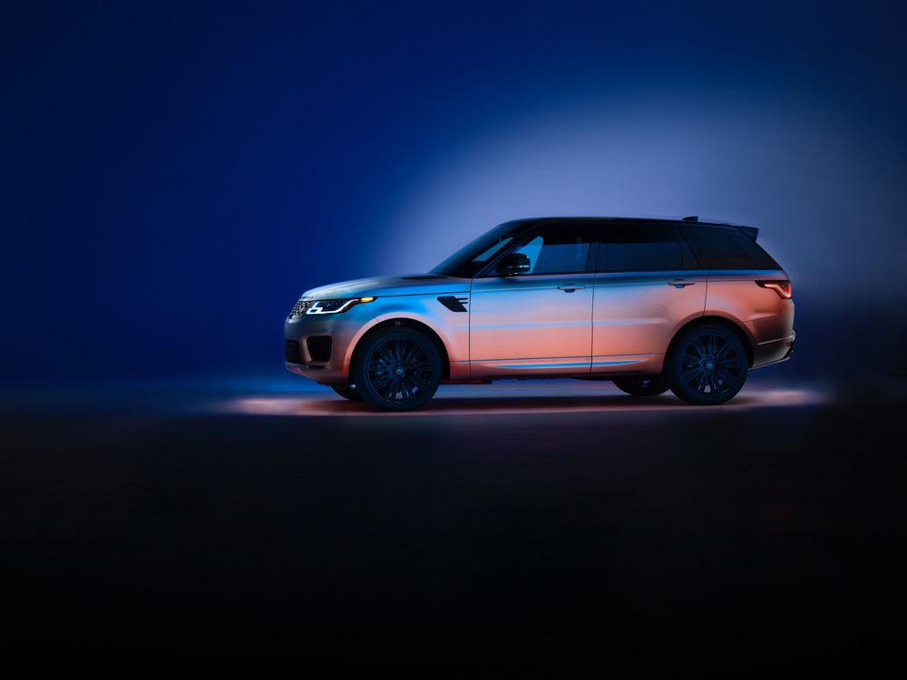 SEVERIN WENDELER: Range Rover - Photography by Tobias Hutzler c/o Severin Wendeler