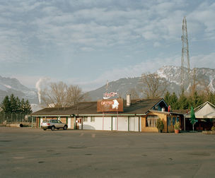 Yann Gross : Horizonville - Road trip by moped in the Rhone Valley