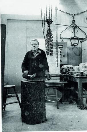 SMKP - Faszinierende Dokumente : Reiner Ruthenbeck in der Metallwerkstatt, Kunstakademie Düsseldorf