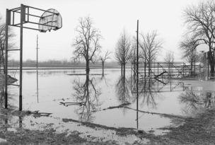 Andrew Borowiec : Along the Ohio - Old Shawneetown, Illinios, 1997