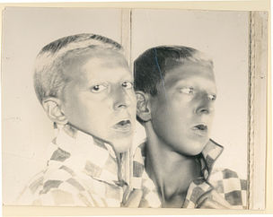 DIE ANDERE SEITE DES MONDES : Claude Cahun, Selfportrait (reflected in mirror), ca. 1928, Fotografie, 18 x 24 cm, Jersey Heritage Collections, © Jersey Heritage Trust