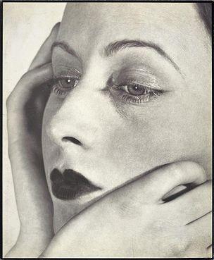 DIE ANDERE SEITE DES MONDES : Florence Henri, Frauenportrait, 1931, Vintage Print, 27,7 x 23,9 cm, Galerie Berinson, Berlin, © Galleria Martini & Ronchetti, Genova