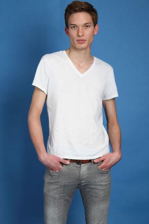 NEW @ BRODYBOOKINGS : Matthias