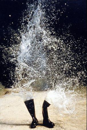 Roman Signer, Wasserstiefel Explosion, 1986 (KUNSTMUSEUM BONN - Through the looking brain)
