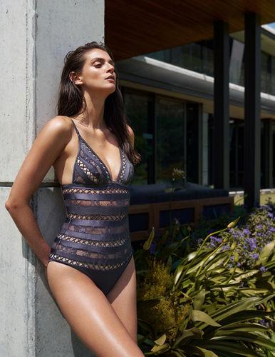 Alexa Corlett for ELLE Hungary