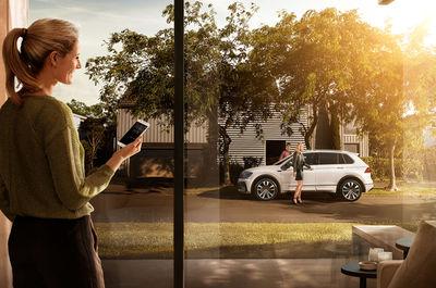 MANU AGAH for Volkswagen Car-Net