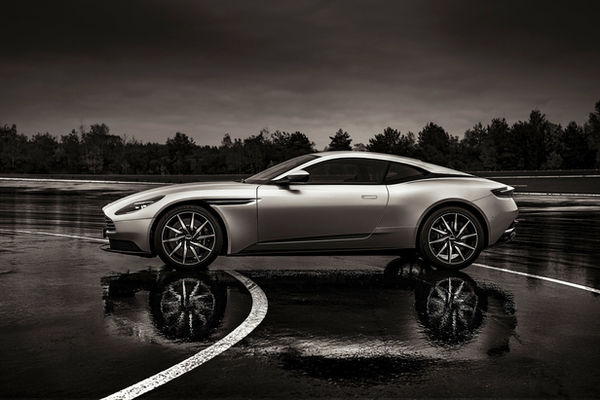DOUBLE T PHOTOGRAPHERS : Aston Martin, stills for ICONIKAIR, spring water start-up Thalus, HÖRZU campaign, and the new Porsche 911 Turbo