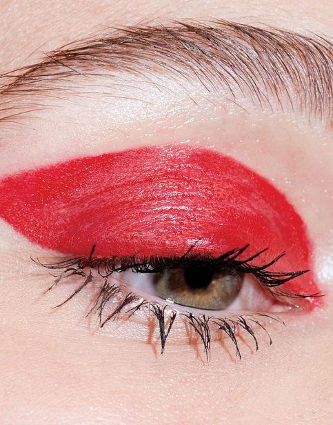 PORTFOLIO BASICS BERLIN: Marie Claire | Hair&Make-Up: Tina Fischbach | Photographer: Zoe Noble