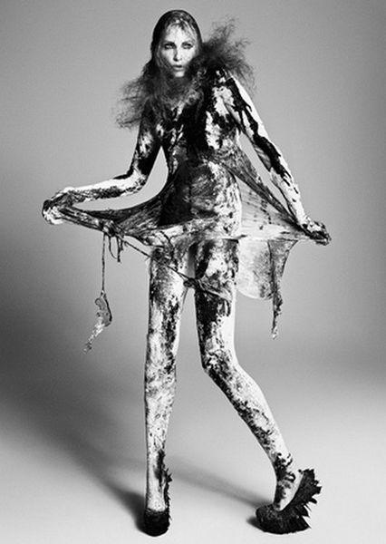 VIVA MODELS: Nadja Auermann for EXHIBITION Magazine