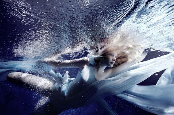 SUSANNE STEMMER - underwater for BRIGITTE