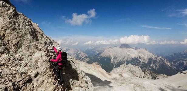 Wählen Sie für authentisch größte Auswahl an Verkauf Einzelhändler MO Management : in the Dolomites for SPORT SCHECK, musician ...