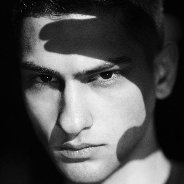 VIVA MODELS : Jordan Genidogan