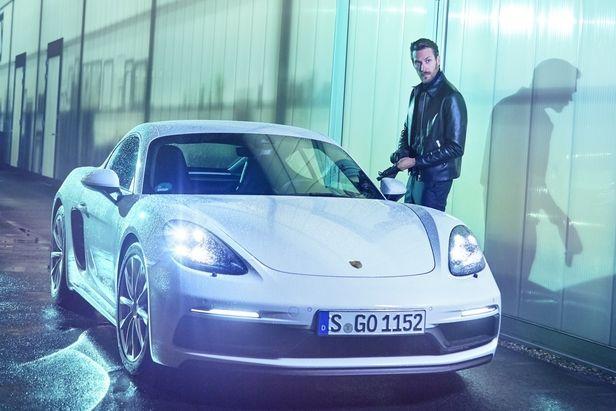 COSMOPOLA - ALEXANDRA KINGA FEKETE – Ramp - presenting Masha Sedgwick & Porsche