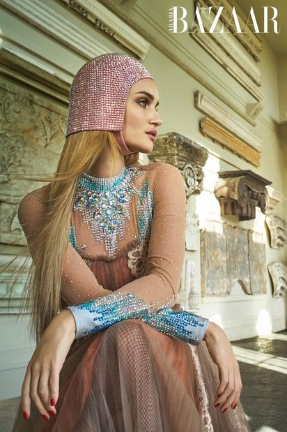 Rosie Huntington Whiteley for HARPER'S BAZAAR ARABIA, Hair : Olivier Schawalder  c/o les ARTISTS by Josef Stockinger