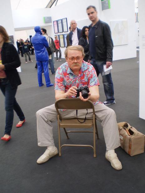 Frieze : Gallery Perrotin, Paris - Man with Camera by Duane Hanson